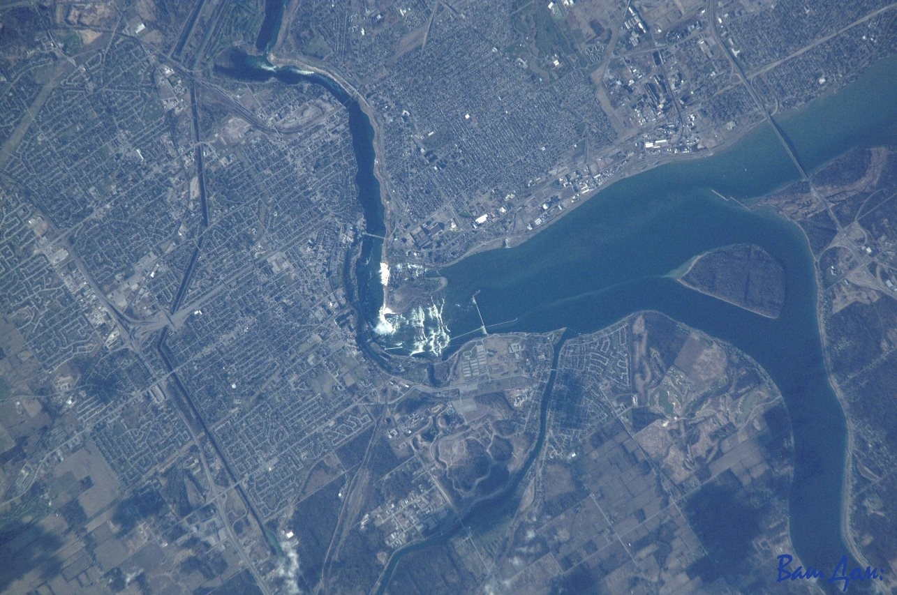 Niagara_Falls_from_space - Copy